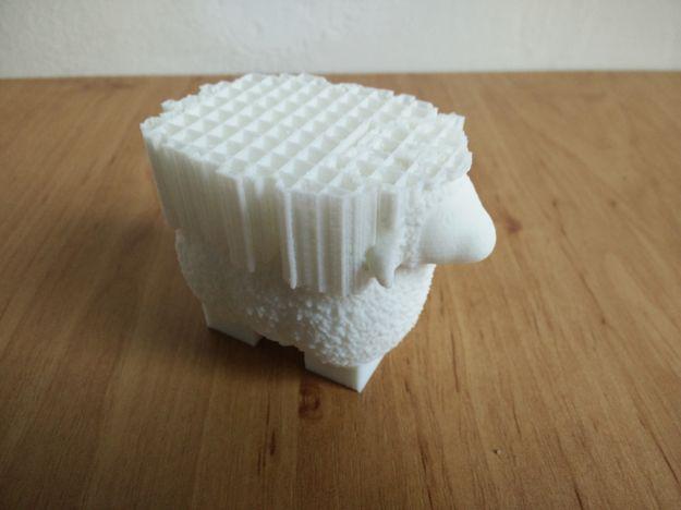 Lego Duplo ovečka před odstraněním suportů